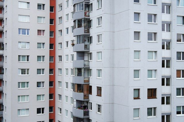 panelák s balkony.jpg