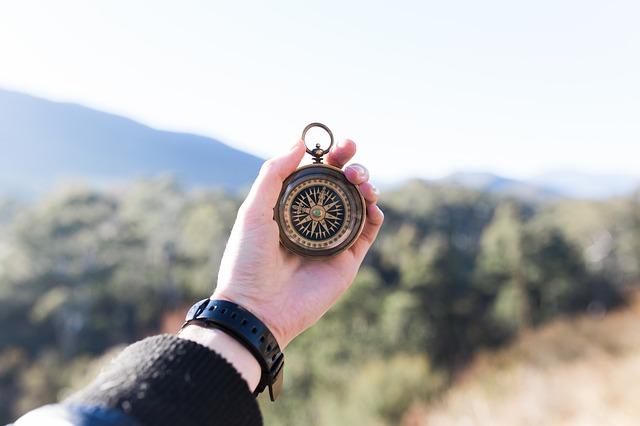 kompas v ruce